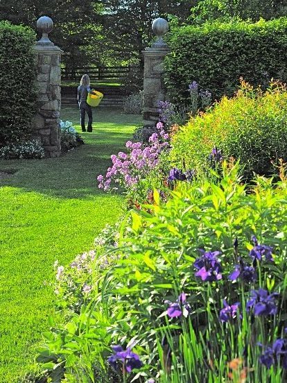 PHOTO-Formal perennial border